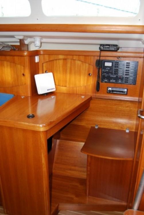 Jeanneau Sun Odyssey 32.2 tra personale e professionale Port du Frioul