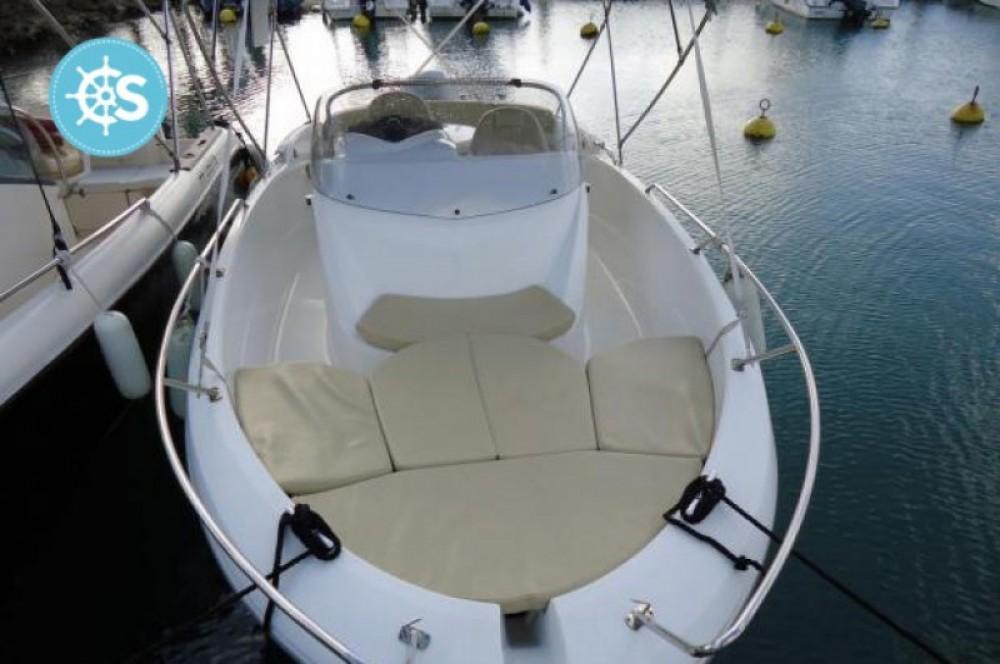 Noleggio Barca a motore con o senza skipper Bénéteau Pointe-à-Pitre