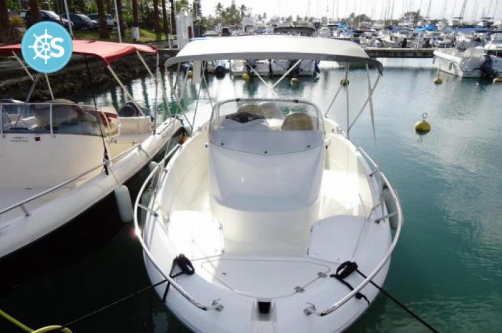 Barca a motore a noleggio Pointe-à-Pitre al miglior prezzo
