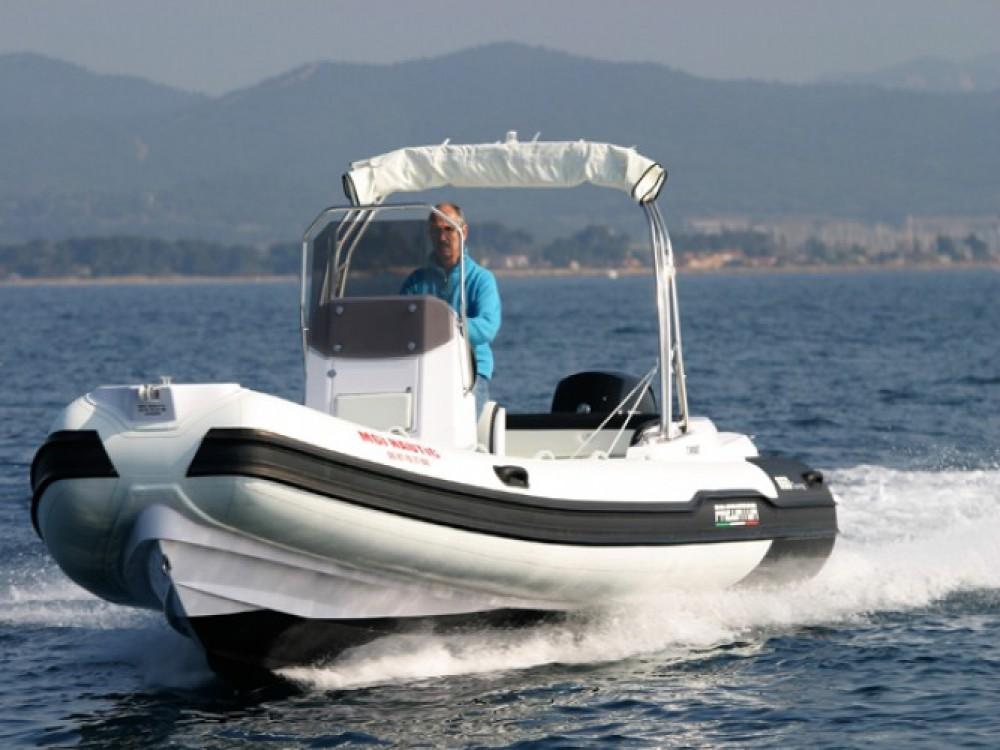 Noleggiare un'Italboats Predator 650 Hyères