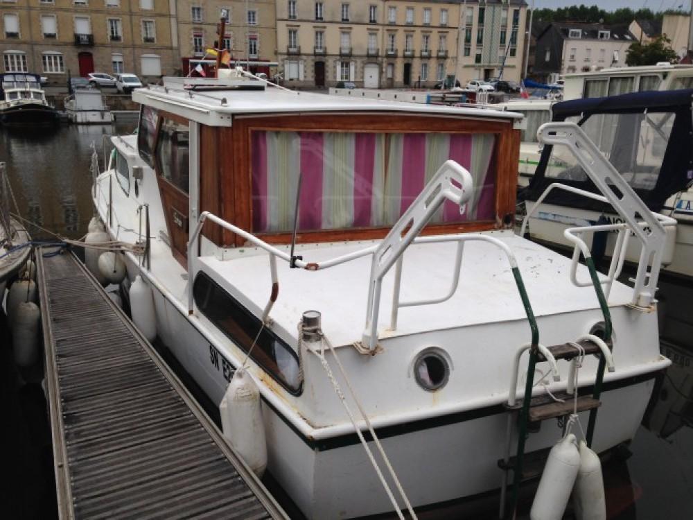 Noleggio Barca a motore Bravo con una patente