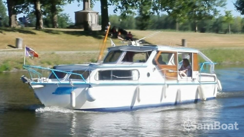 Barca a motore a noleggio Redon al miglior prezzo