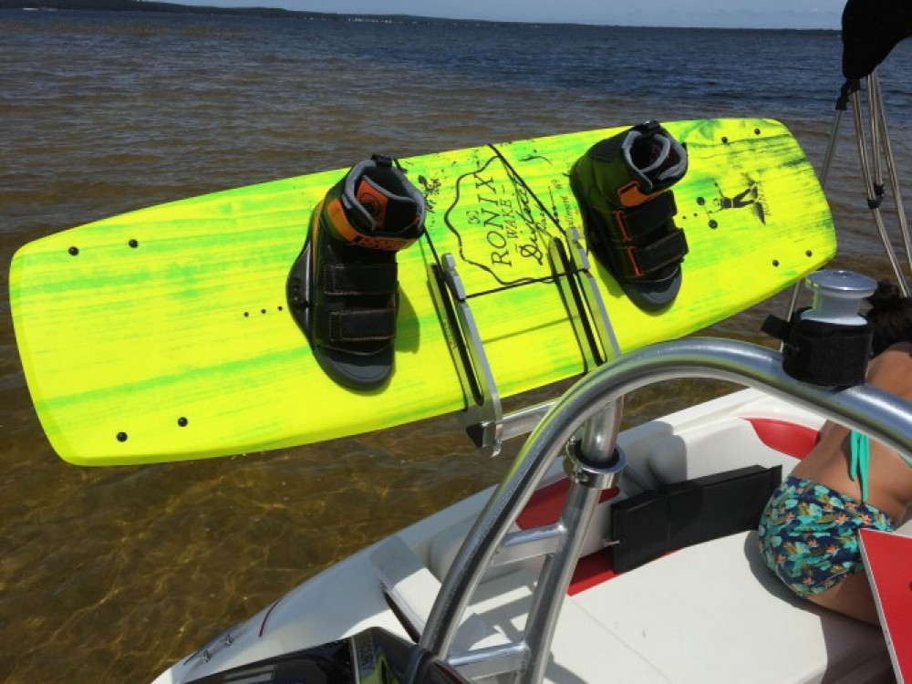 Noleggiare un'Bayliner Element XL Lacanau