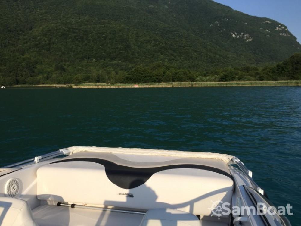 Noleggio Barca a motore con o senza skipper Glastron Annecy