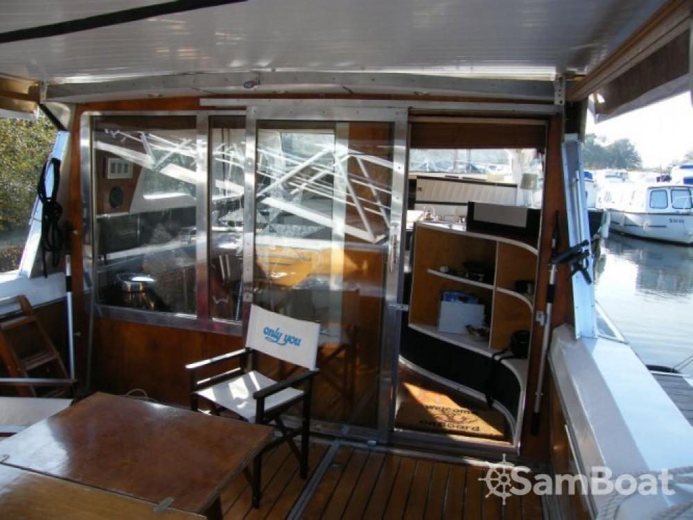 Noleggio yacht  - Tuckermann Houseboat su SamBoat