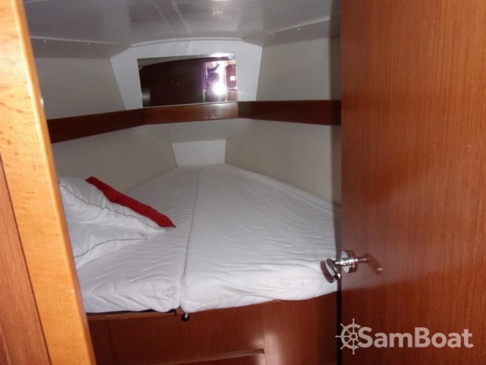 Noleggio barche Bénéteau Oceanis 37 Tolone su Samboat
