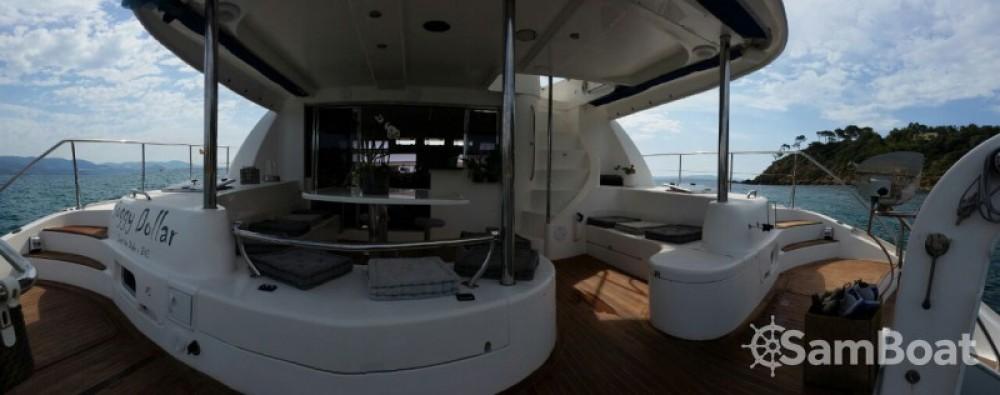 Noleggio Barca a motore Robertson and Caine con una patente