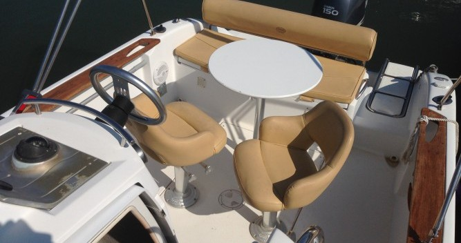 Barca a motore a noleggio a Le Grau-d'Agde al miglior prezzo