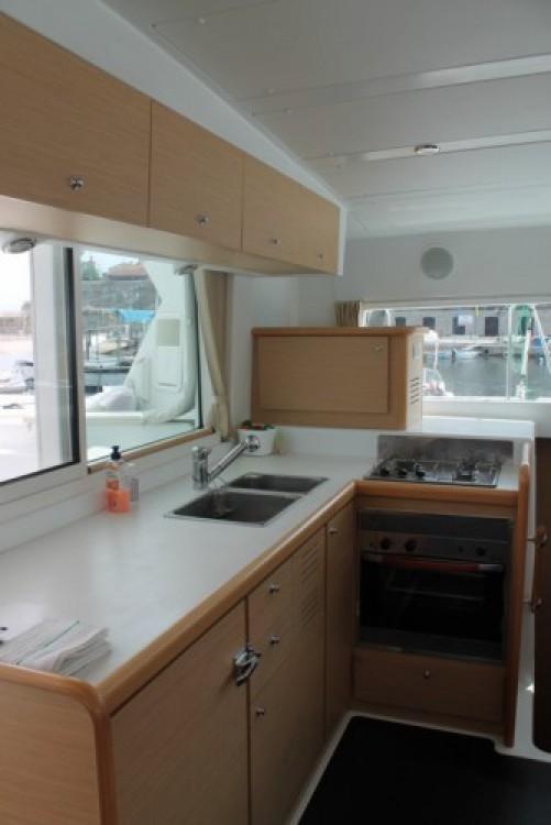 Noleggio barche Antibes economico Lagoon 420