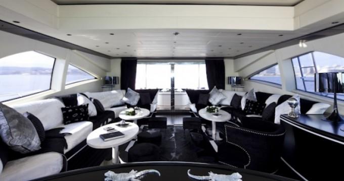 Noleggio Yacht Mangusta con patente nautica
