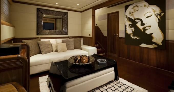 Noleggiare una Mangusta Mangusta a Cannes
