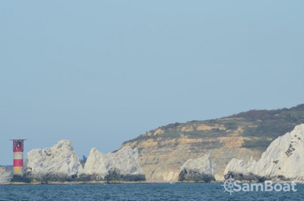 Barca a vela a noleggio Cherbourg-en-Cotentin al miglior prezzo