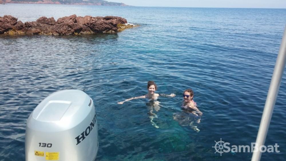 Sessa Marine Key Largo 20 tra personale e professionale Saint-Raphaël