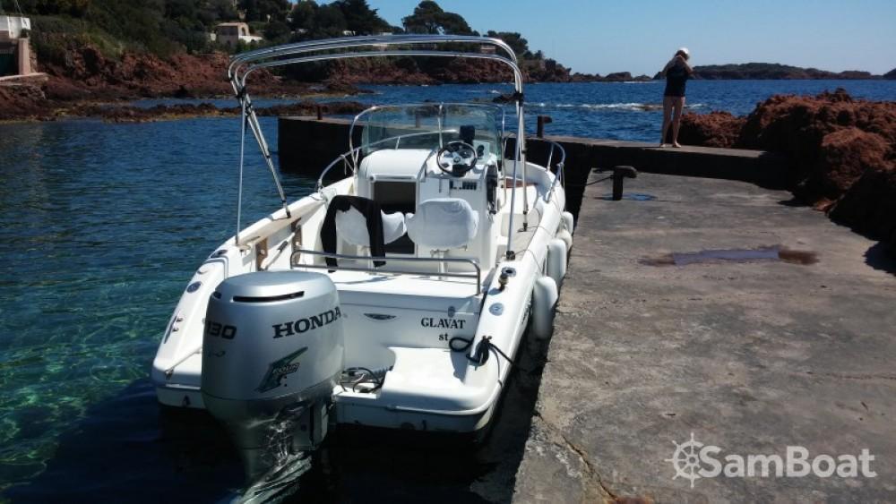 Barca a motore a noleggio Saint-Raphaël al miglior prezzo