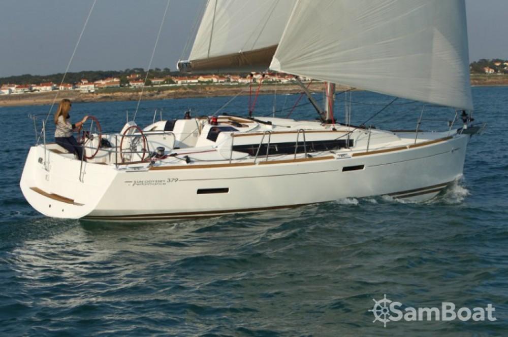 Jeanneau Sun Odyssey 379 Dl tra personale e professionale Arzon