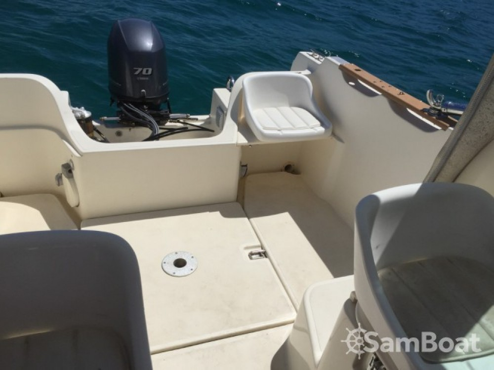 Noleggio Barca a motore con o senza skipper Jeanneau Marsiglia