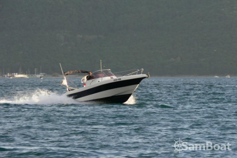Barca a motore a noleggio Castel Abadessa al miglior prezzo