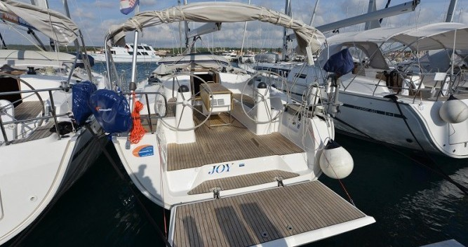 Barca a vela a noleggio a Pirovac al miglior prezzo