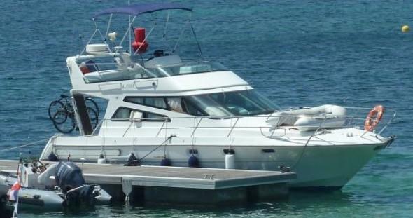 Noleggio Barca a motore a Les Roches-de-Condrieu – Arcoa 1107 Yacht flybrige