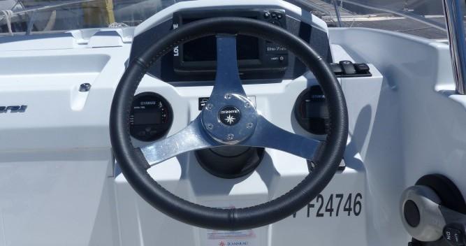 Barca a motore a noleggio a Saint-Cyprien al miglior prezzo
