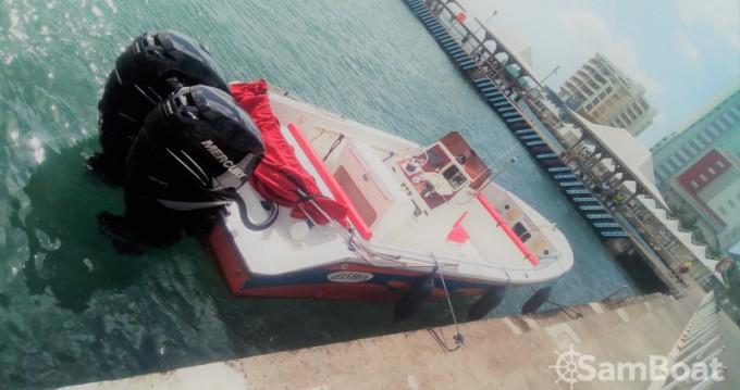 Barca a motore a noleggio a Fort-de-France al miglior prezzo