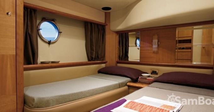 Noleggio Yacht Azimut con patente nautica