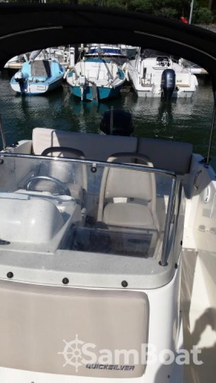 Barca a motore a noleggio Lège-Cap-Ferret al miglior prezzo