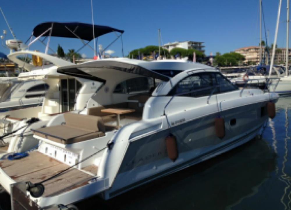Barca a motore a noleggio Golfe-Juan al miglior prezzo
