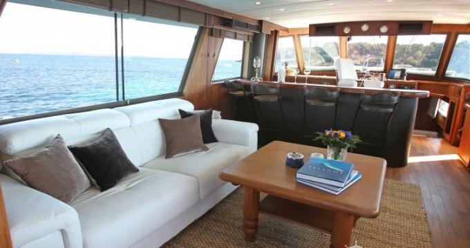 Noleggio yacht a Antibes – Hatteras M/Y 56' su SamBoat