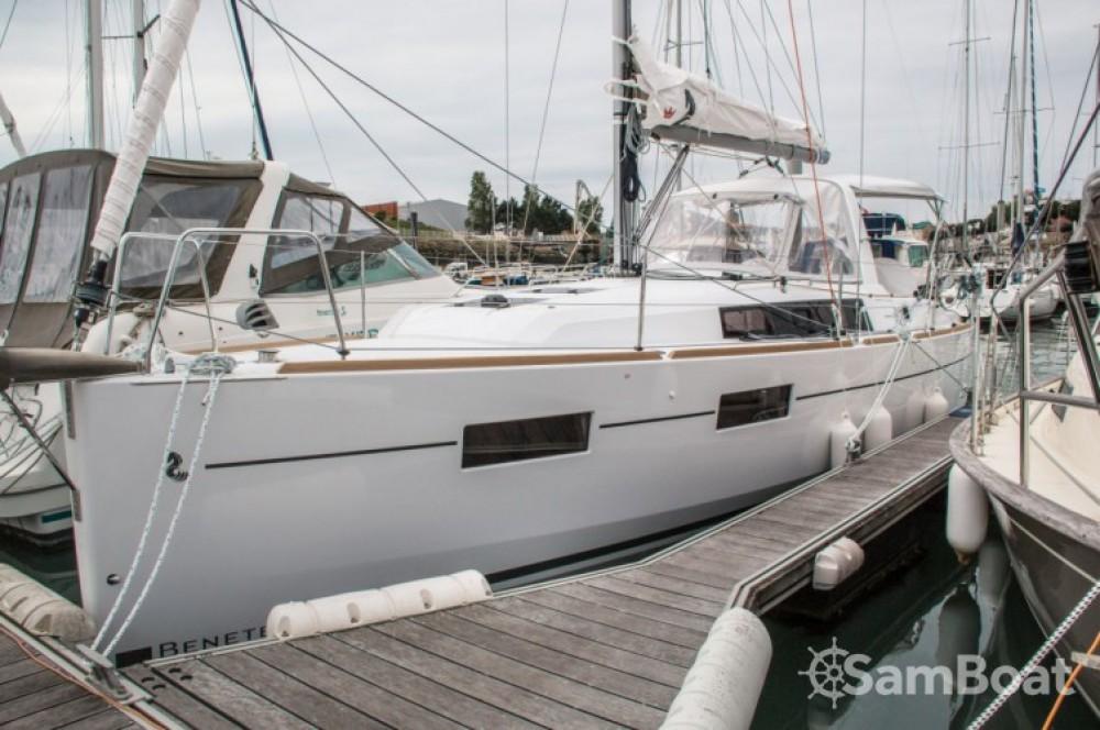 Noleggio barche Les Sables-d'Olonne economico Oceanis 35