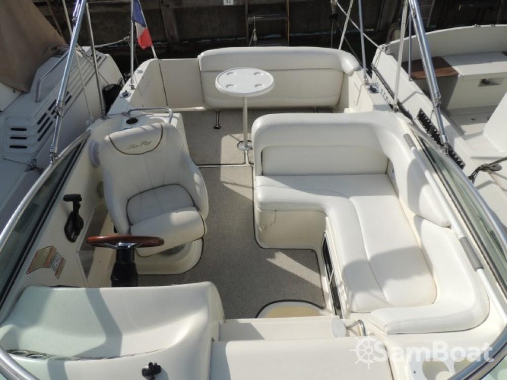 Noleggio yacht Mandelieu-la-Napoule - Sea Ray Sea Ray 260 Sundancer su SamBoat