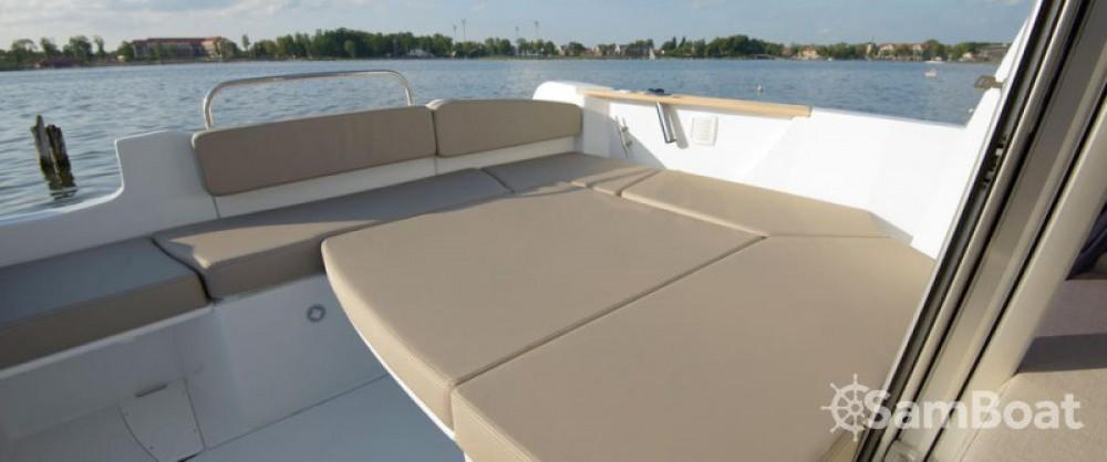 Noleggio yacht  - Bénéteau Antares 780 HB su SamBoat