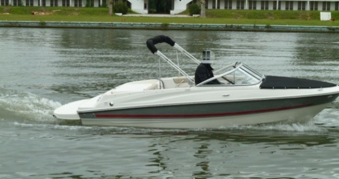Noleggio Barca a motore con o senza skipper Bayliner a La Rochelle