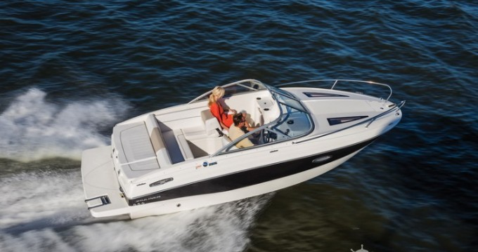 Noleggio Barca a motore Bayliner con patente nautica