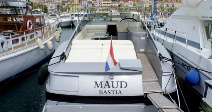 Noleggio Barca a motore a Cannes – Solare Blade Marine 50