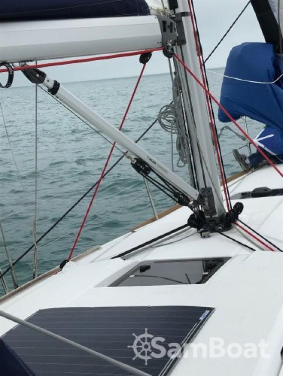 Jeanneau Sun Odyssey 389 tra personale e professionale Saint-Cast-le-Guildo