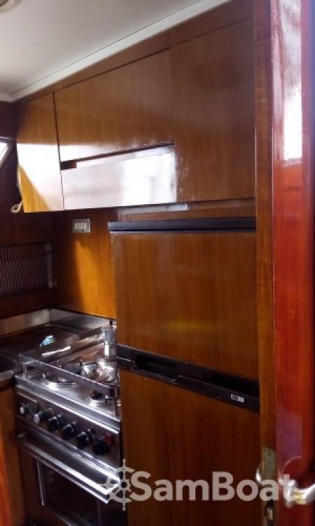 Noleggio barche Salerno economico Akhir 16,60