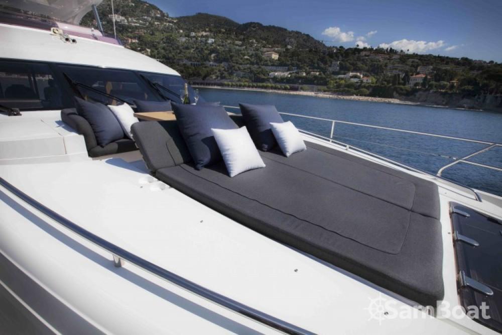 """Noleggio barche Princess 22.35 metres (73' 4"""") Antibes su Samboat"""