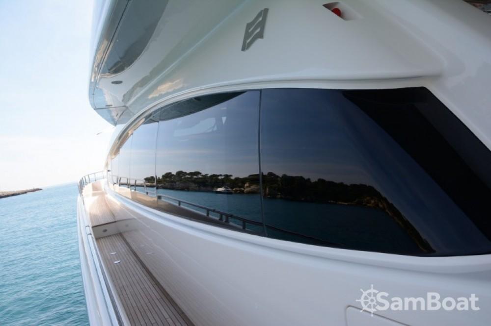 Noleggio Yacht Ferretti con una patente