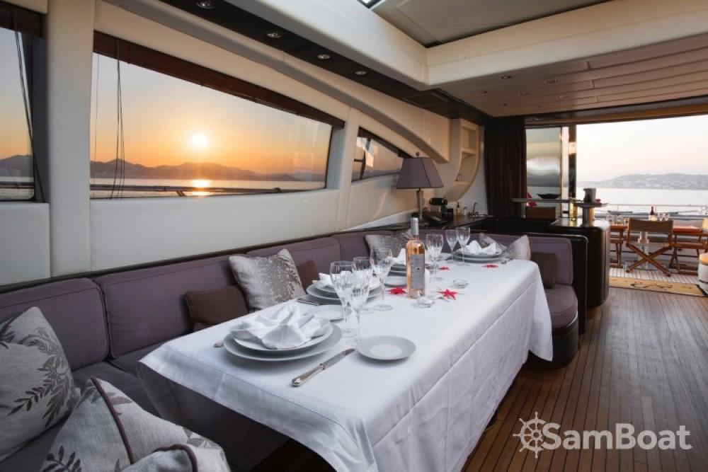 "Noleggio yacht Cannes - Mangusta 28.06 metres (92' 1"") su SamBoat"