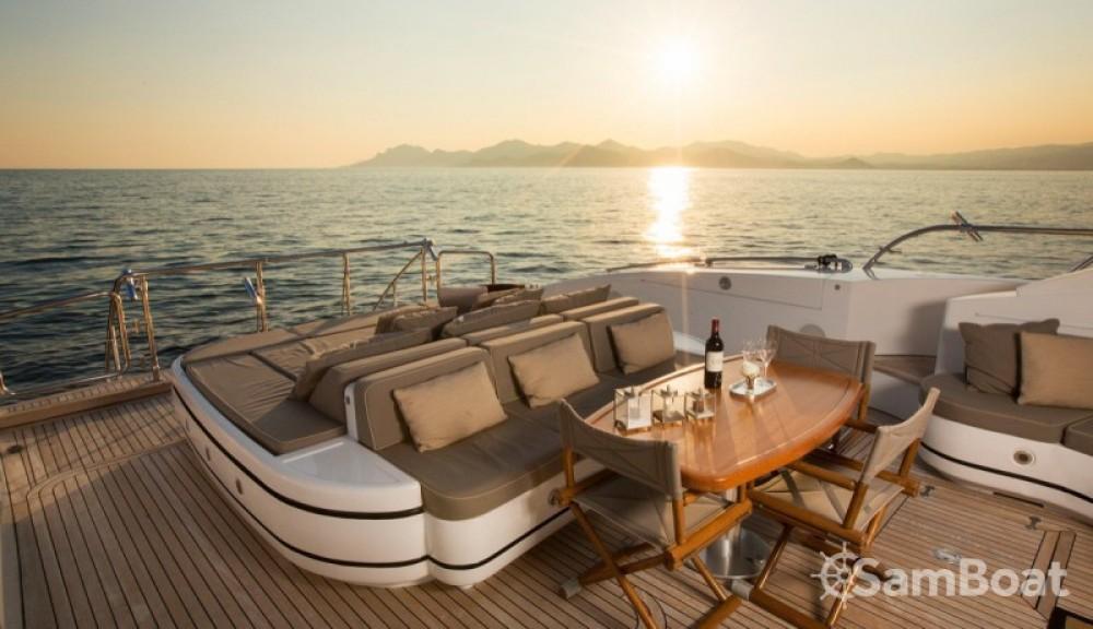"noleggio Yacht Cannes - Mangusta 28.06 metres (92' 1"")"