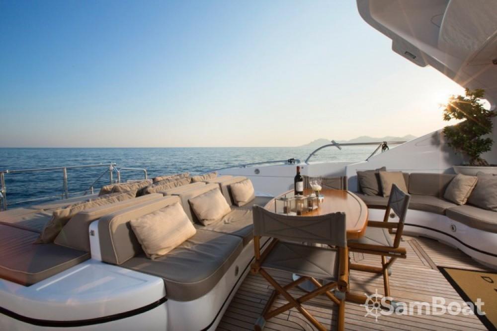 Noleggio Yacht con o senza skipper Mangusta Cannes