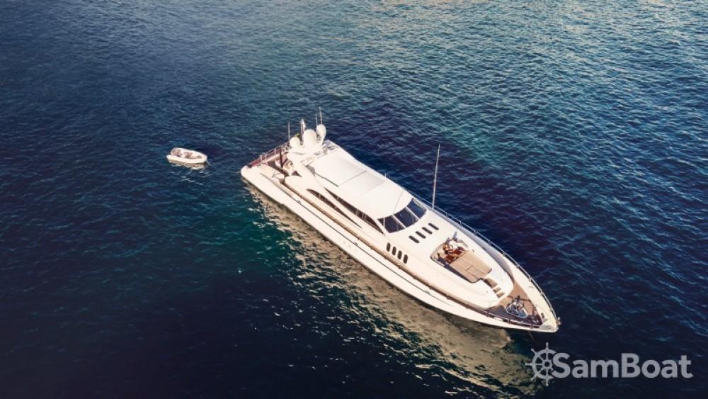 "Noleggiare un'Andrea-Bacigalupo 34.11 metres (111' 11"") Cannes"