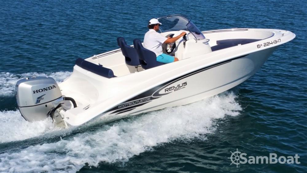 Noleggio Barca a motore Remus con una patente