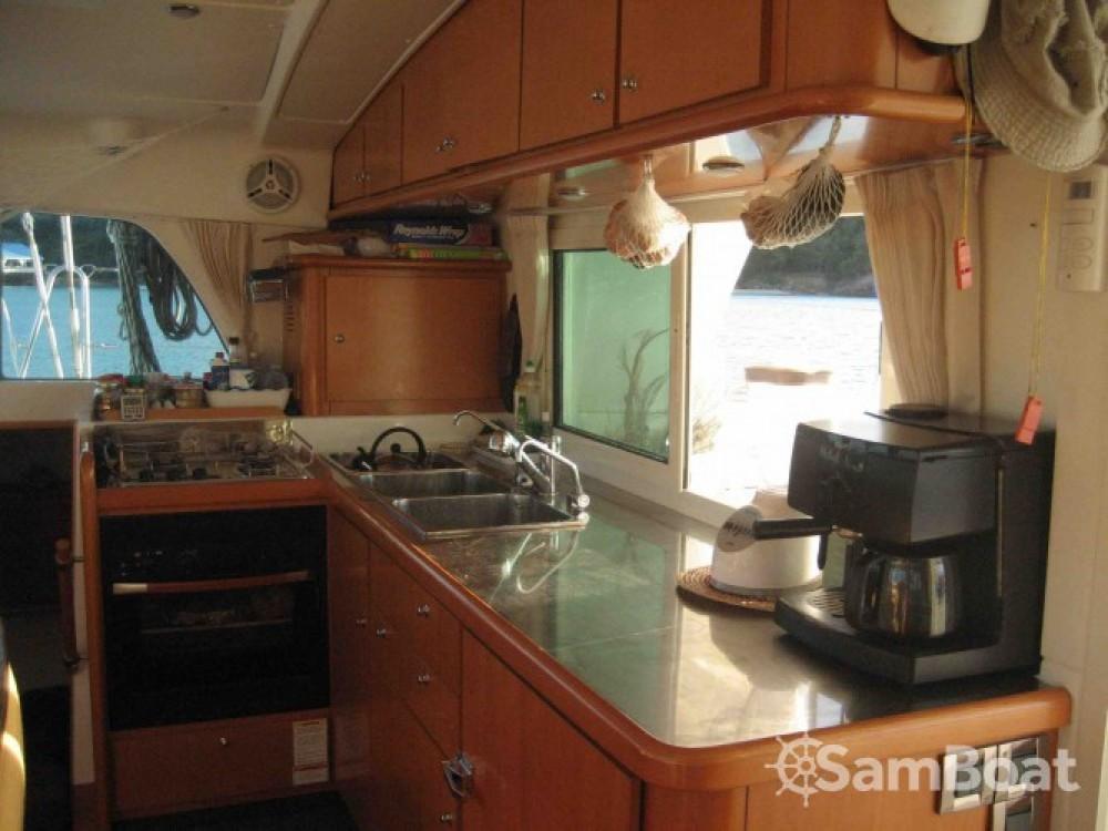 Catamarano a noleggio Sorong al miglior prezzo