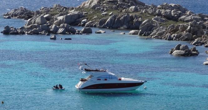 Noleggiare una Bénéteau Monte Carlo 47 Fly a Antibes