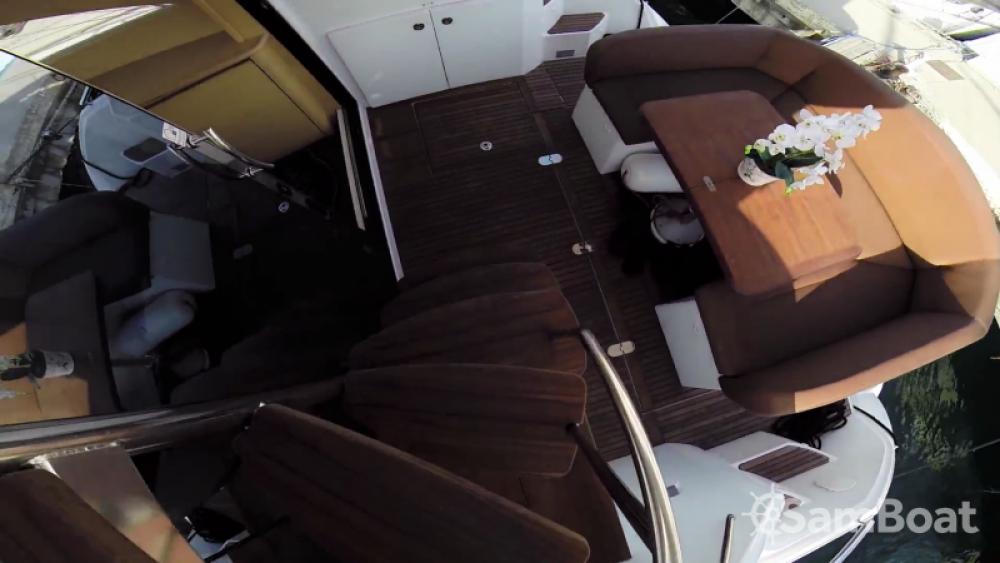 Noleggiare un'Bénéteau Monte Carlo 47 Fly Antibes