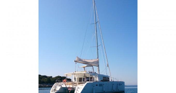 Catamarano a noleggio a Rogač al miglior prezzo