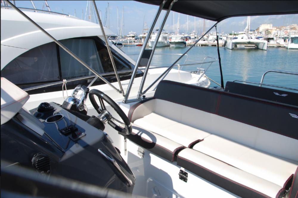 Noleggio Barca a motore con o senza skipper Bénéteau