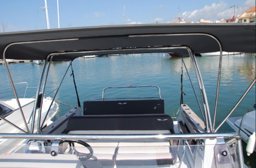 Noleggio yacht  - Bénéteau Flyer 8.8 SPACEdeck su SamBoat